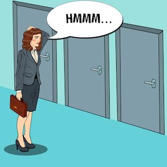 Pop art femme d'affaires douteuse, choisir la bonne porte.