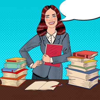 Pop art jeune femme assise sur la table de la bibliothèque et livre de lecture avec la main signe le pouce vers le haut.
