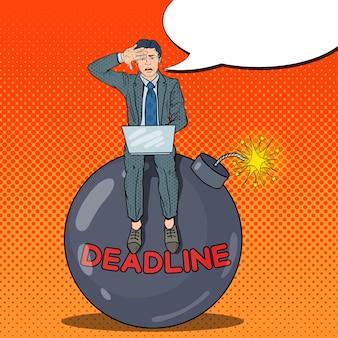 Pop art a souligné l'homme d'affaires travaillant sur la bombe de la date limite.