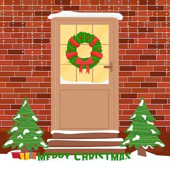 Porte de noël avec décorations. porte d'entrée d'hiver.
