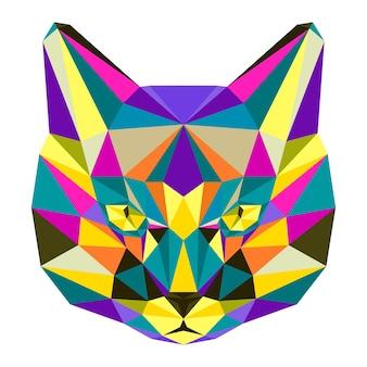 Portrait de chat géométrique triangle polygonale isolé sur blanc