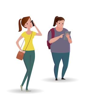 Portrait en pied de personnes marchant et textos ou parlant au téléphone intelligent.