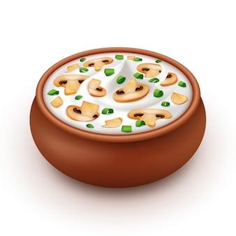 Pot en céramique de sauce à la crème aux oignons, champignons
