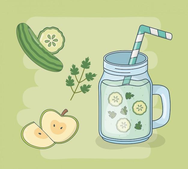 Pot de jus de pomme et de concombre avec paille