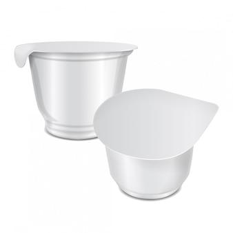 Pot rond en plastique brillant avec couvercle en aluminium pour crème sure, yaourt, confiture, dessert. modèle d'emballage réaliste