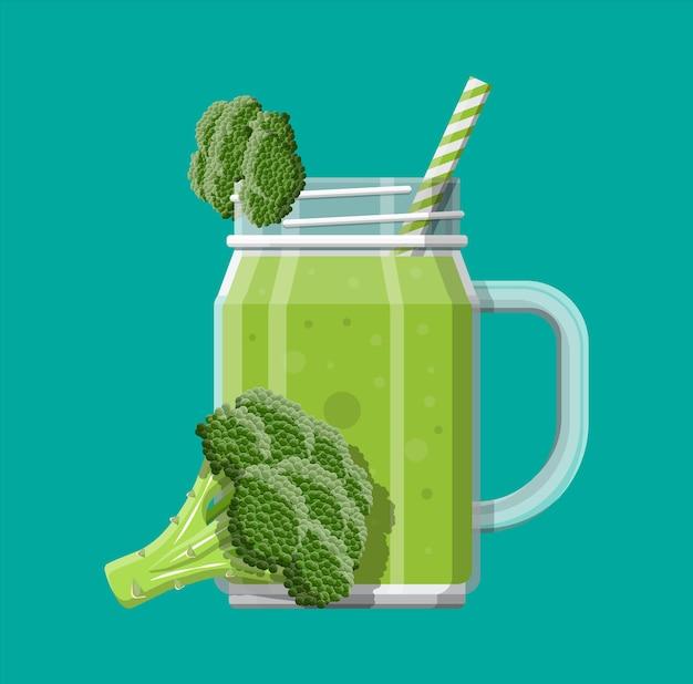Pot avec smoothie au brocoli avec paille rayée. verre à cocktails avec anse. légume frais de brocoli. illustration vectorielle dans un style plat