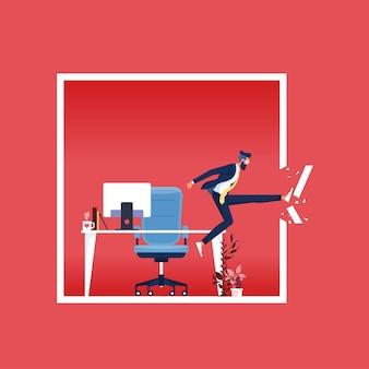 Pour trouver de nouvelles opportunités, l'homme d'affaires détruit le cadre du cadre traditionnel