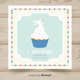 Premier modèle de carte d'anniversaire créatif