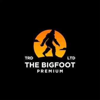 Premium big foot yeti sur la création d'icône de logo vectoriel silhouette coucher de soleil