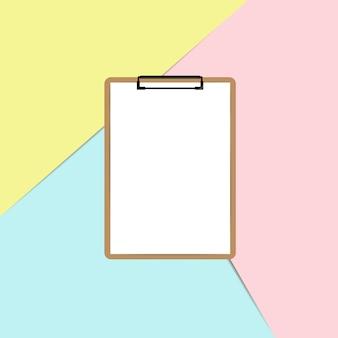Presse-papiers avec une feuille blanche sur fond de couleur pastel