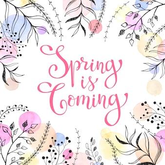 Le printemps arrive. libellé de printemps avec des éléments floraux et des taches aquarelles sur blanc