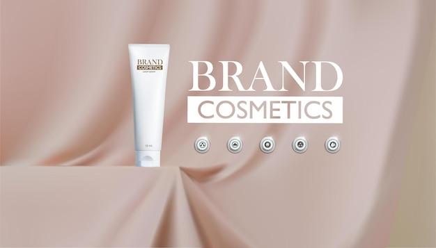 Produit cosmétique sur podium couleur crème avec soie