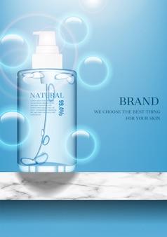 Produit cosmétique sur sol en marbre avec des bulles sur fond bleu