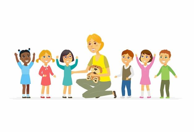 Professeur de maternelle avec des enfants - personnages de dessins animés isolés illustration sur fond blanc. jeune femme souriante gentille assise avec des enfants internationaux heureux et tenant un jouet