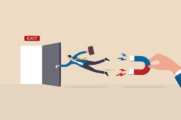 Programme d'incitation et de bien-être pour la rétention des employés, la fidélisation du personnel réduit le taux de démission des talents importants, le patron tenant un aimant pour retirer l'employé démissionné ou quittant.
