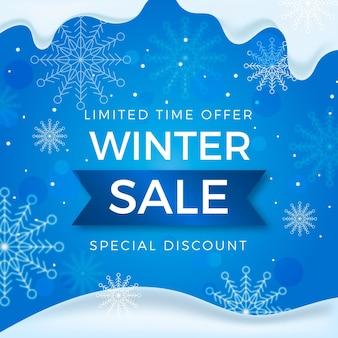 Promo de soldes d'hiver avec des flocons de neige réalistes