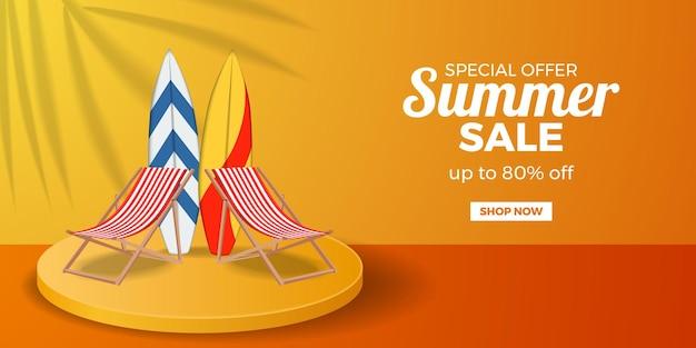 Promotion de bannière d'offre de vente d'été avec chaise pliée et planche de surf sur l'affichage du produit sur podium à cylindre