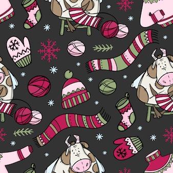 Pull-over en tricot de vache hygge et autres vêtements chauds. modèle sans couture de dessin animé joyeux noël dessiné à la main