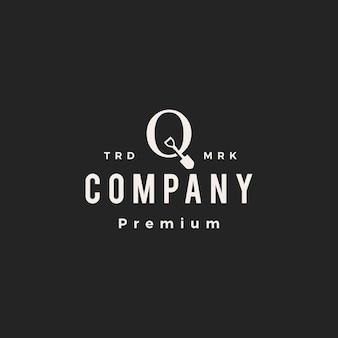 Q lettre marque pelle bêche hipster logo vintage icône illustration vectorielle