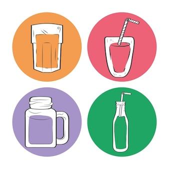 Quatre boissons smoothies dans des verres