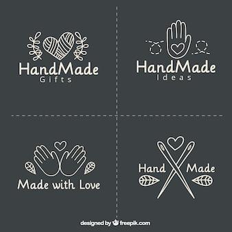 Quatre étiquettes au sujet de l'artisanat sur fond noir