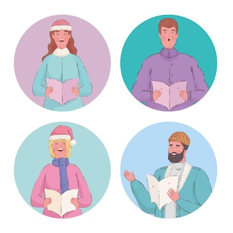 Quatre personnes chantant des chants de noël
