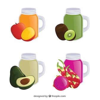 Quatre sucs de fruits savoureux dans un design réaliste
