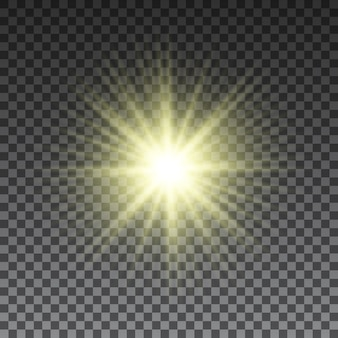 Rayons de soleil jaunes sur fond transparent. effet lumineux. .