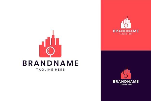 Recherche de la conception du logo de l'espace négatif de la ville