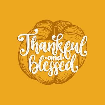 Reconnaissant et béni, lettrage à la main sur fond jaune. illustration vectorielle de citrouille pour l'invitation de thanksgiving, modèle de carte de voeux.