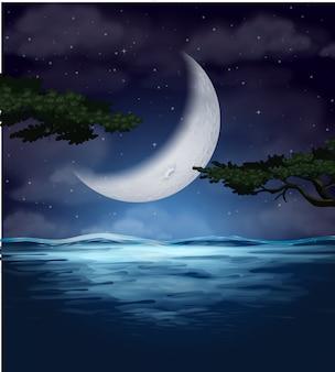 Un reflet de croissant de lune sur l'eau