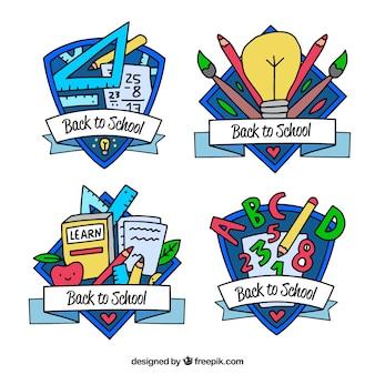 Remis à la main à la collection d'étiquettes de l'école