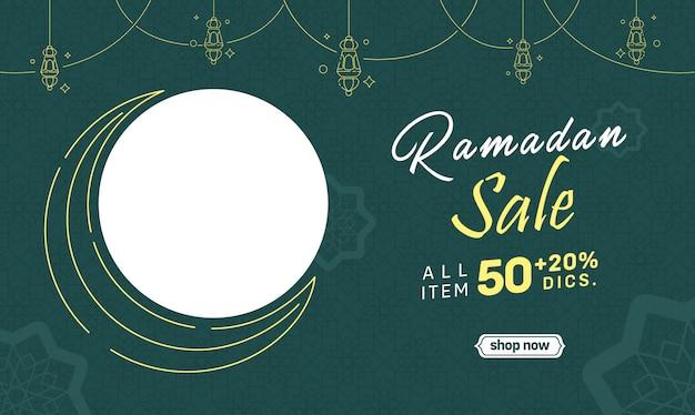 Remise des médias sociaux ramadan banner sale crescent moon