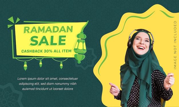 Remise sur les médias sociaux ramadan banner sale with lantern