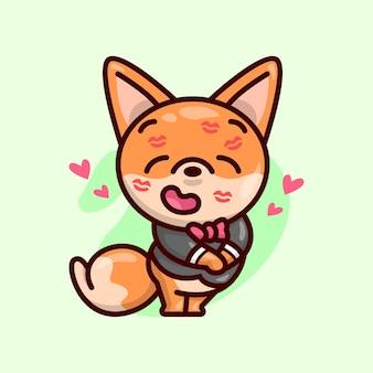 Le renard mignon avec un costume noir a un peu de baiser sur son visage et se sente tellement amoureux.