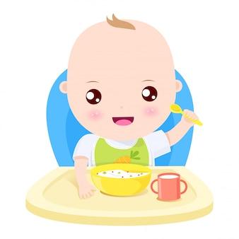 Repas heureux bébé garçon