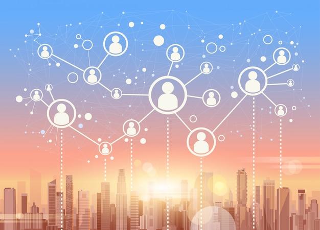 Réseaux sociaux communication connexion internet réseau gratte-ciel vue fond urbain