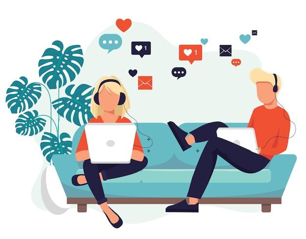 Réseaux sociaux, femme et homme assis sur un canapé, écouter de la musique et utiliser les réseaux sociaux