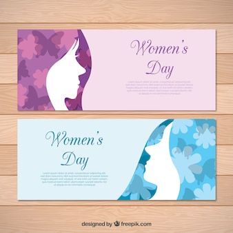 Résumé carte de voeux avec des fleurs et des papillons pour la journée des femmes