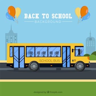 Retour à l'arrière-plan de l'école avec le bus scolaire
