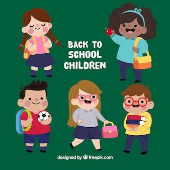 Retour à l'arrière-plan de l'école avec des enfants heureux