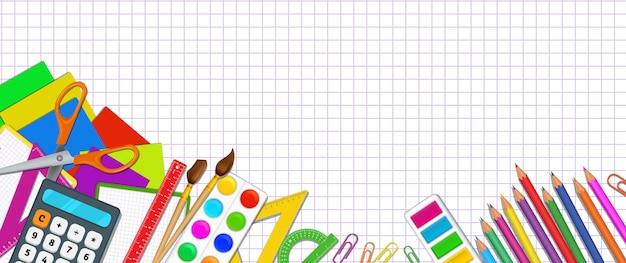 Retour à la bannière de l'école avec des fournitures scolaires élémentaires réalistes sur blanc