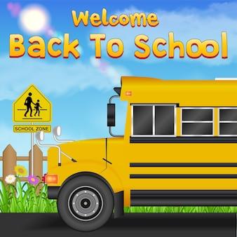 Retour à l'école avec l'autobus scolaire sur la route