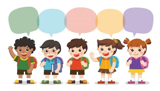 Retour à l'école, les enfants mignons vont à l'école avec cadre de discours, ensemble de divers enfants et différentes nationalités avec cadre de discours isolé sur fond blanc.
