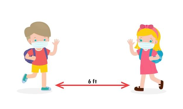 Retour à l'école pour un nouveau concept de mode de vie normal distanciation sociale des enfants caucasiens