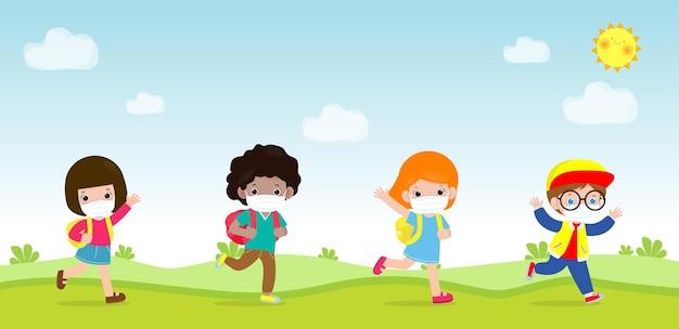 Retour à l'école pour un nouveau concept de mode de vie normal groupe d'élèves marchant à l'école