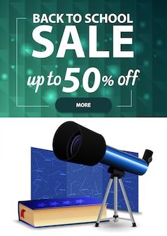 Retour à la vente d'école, bannière web à rabais vertical avec texture polygonale, télescope, carte des constellations et encyclopédie de l'astronomie