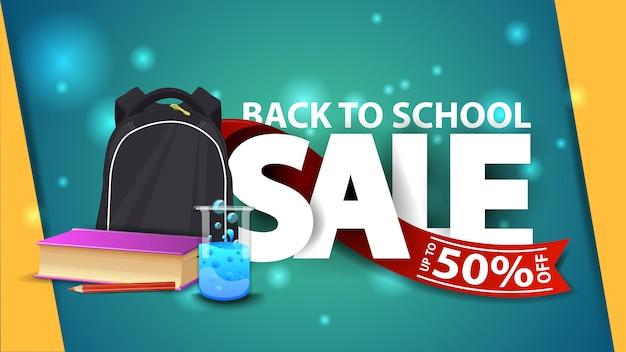 Retour à la vente d'école, bannière web verte avec sac à dos d'école, un livre et une fiole de produits chimiques