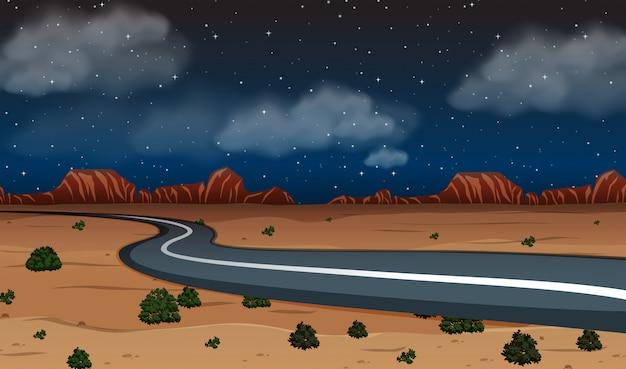 Une route déserte la nuit