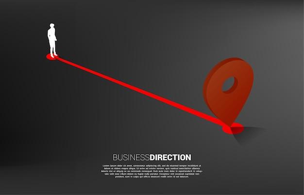 Route entre les marqueurs d'épingle d'emplacement et l'homme d'affaires.